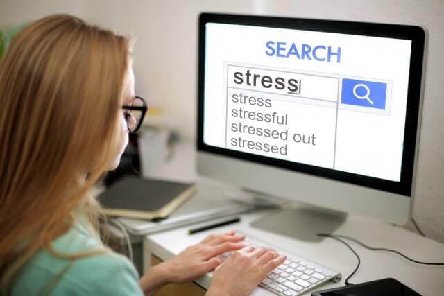 yahooの虫眼鏡とGoogleのサジェストの違い!記事ネタは、どちらで探す?